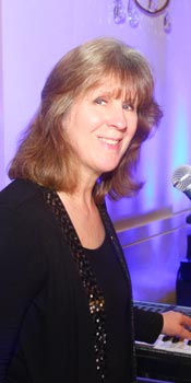 Linda - keyboard and keyboard bass player for Retrospect Band