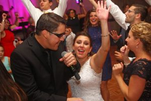 Retrospect Band vocalist Mike entertaining the bride at a recent Washington DC wedding